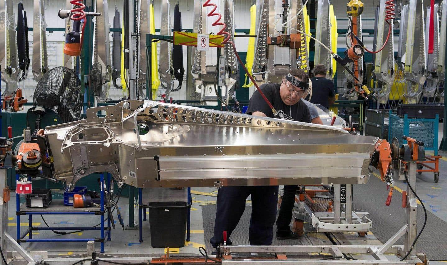 Le secteur manufacturier a été particulièrement touché, avec des pertes de milliers d'emplois occasionnées par des délocalisations et des changements technologiques. Le gouvernement Couillard a annoncé récemment un investissement de 700millions sur trois ans dans le secteur, affirmant vouloir soutenir des projets novateurs.