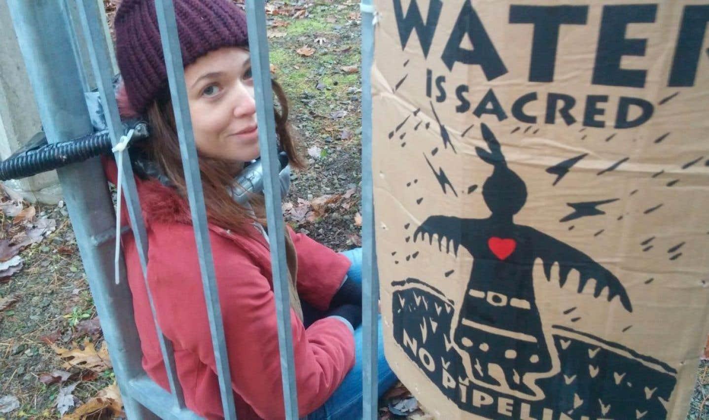 Des écologistes bloquent une valve du pipeline Trans-Nord à Oka