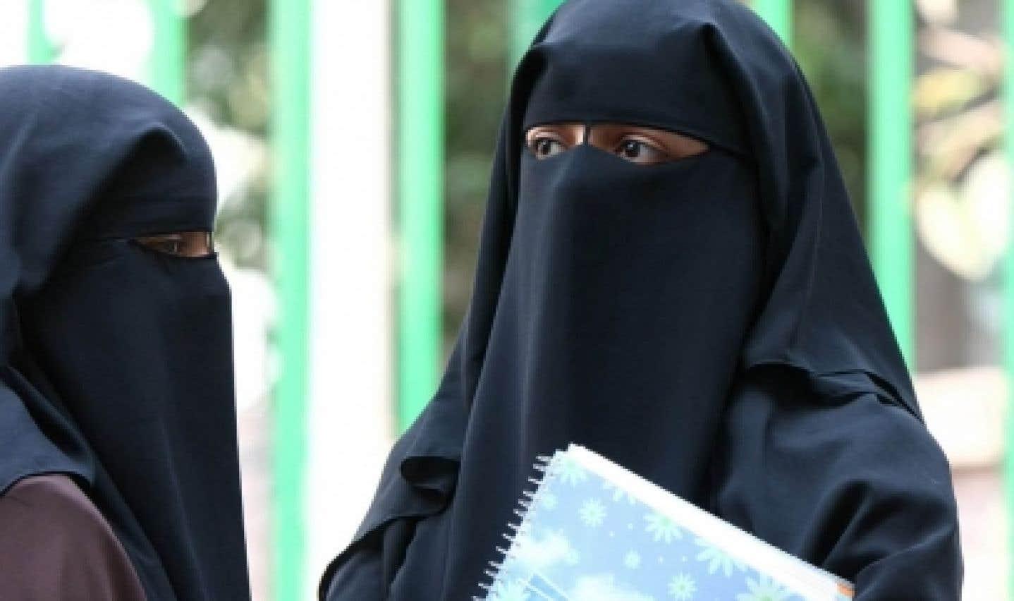 Banni, le niqab