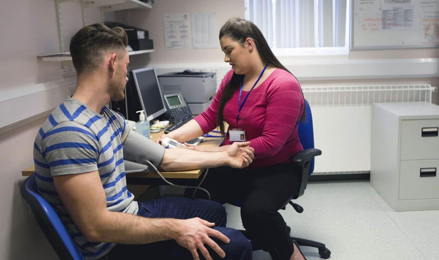 Des jeunes médecins de famille exaspérés par la quête d'un poste