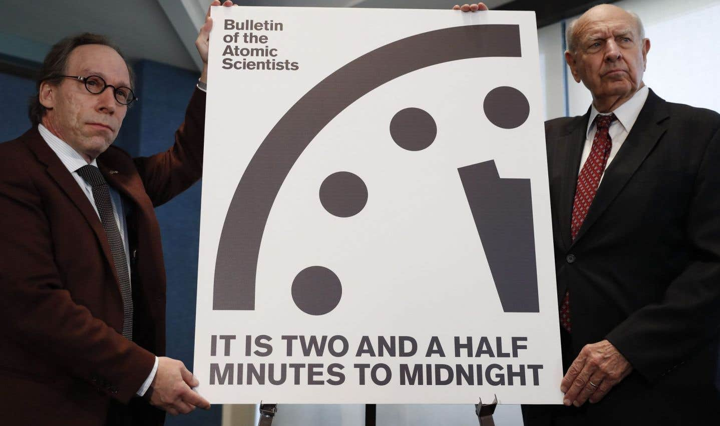 Les scientifiques Lawrence Krauss et Thomas Pickering ont dévoilé la nouvelle heure ornantl'«horloge de l'apocalypse».