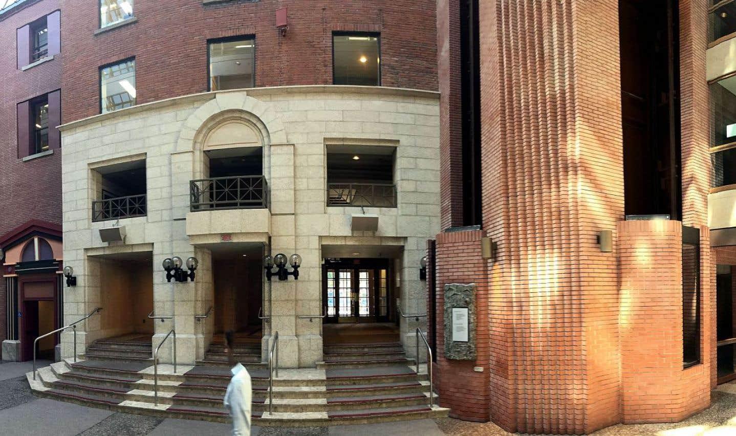 Le propriétaire de la Maison Alcan, Guy Laliberté, affirme que le classement patrimonial du complexe qui se trouve au centre-ville de Montréal ne l'empêchera pas d'y ériger une tour.