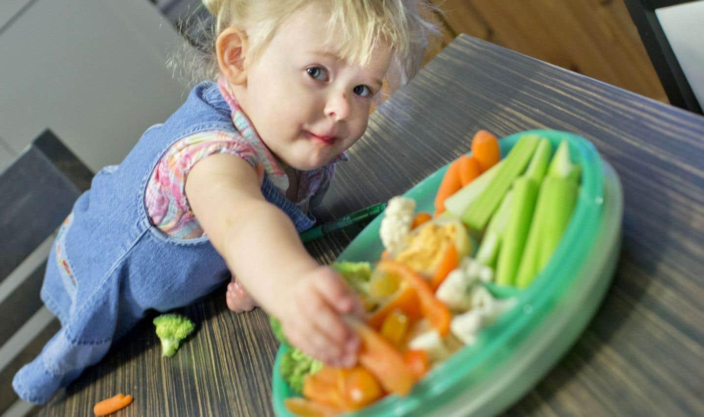 Il faut déboulonner le mythe selon lequel les enfants n'aimeraient pas certains aliments trop verts ou imparfaits.