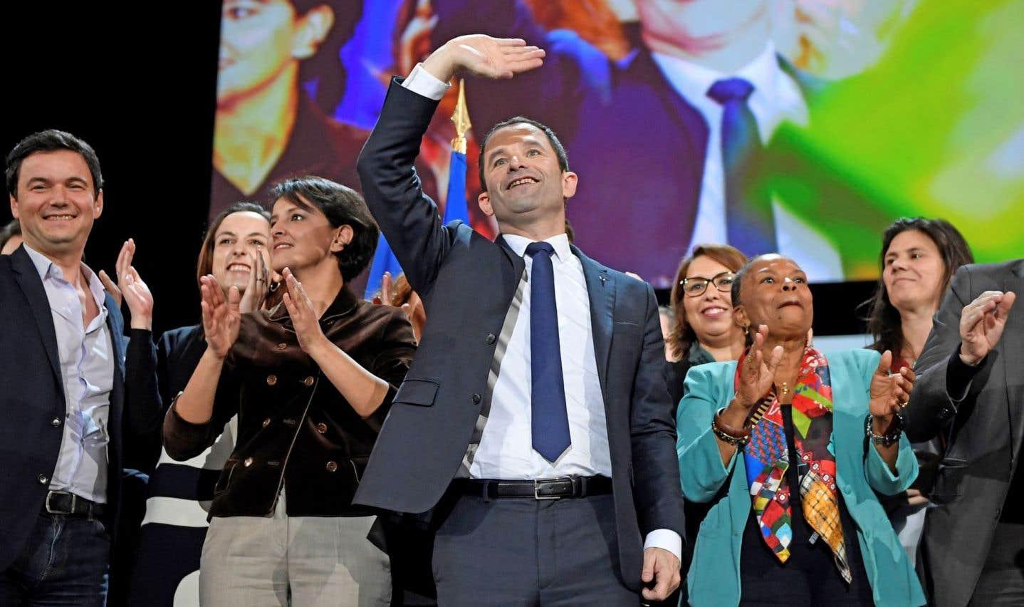 Le candidat socialiste, distancé, tente de relancer sa campagne
