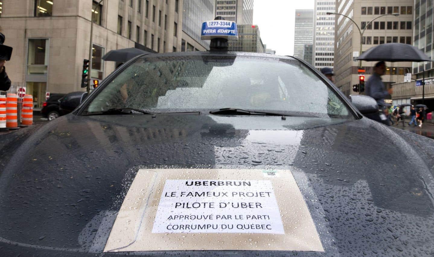 En septembre, une manifestation de chauffeurs de taxi s'est tenue à Montréal en opposition au projet-pilote permettant à Uber d'opérer au Québec.