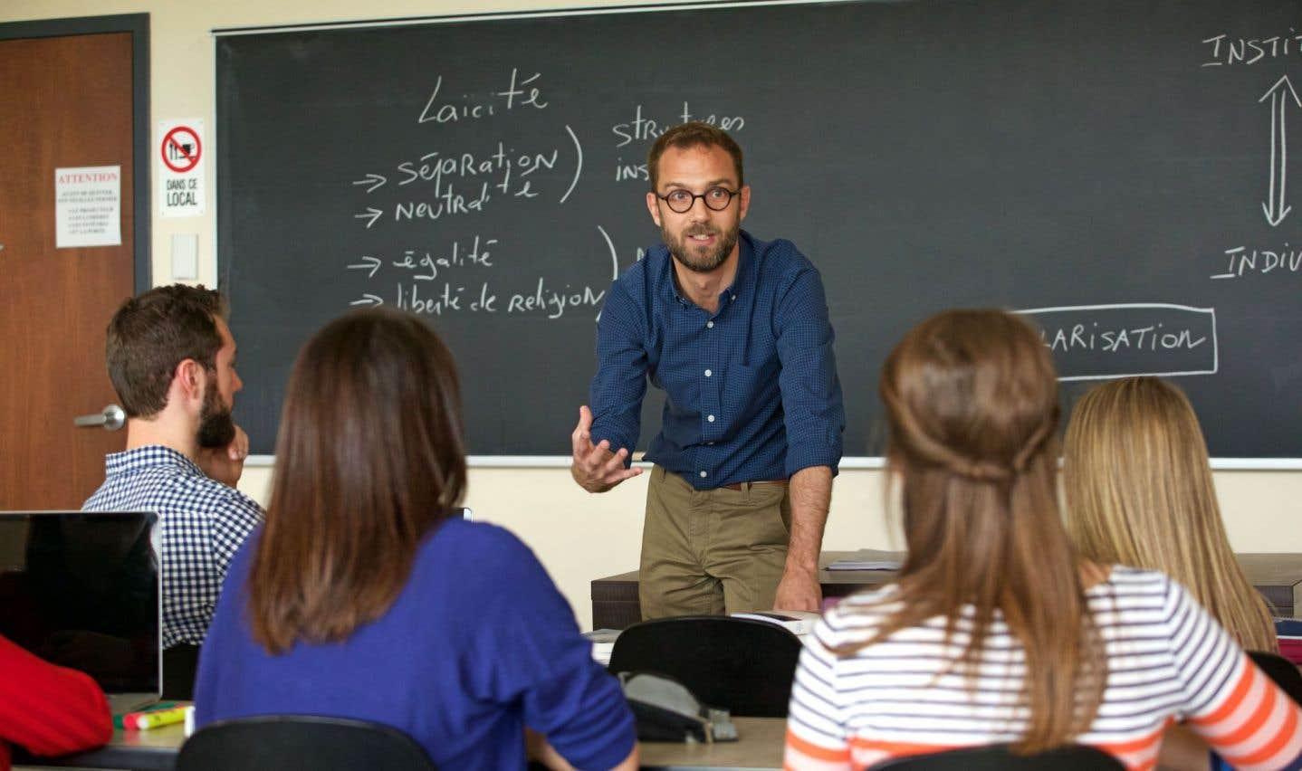 David Koussens, professeur agrégé à l'Université de Sherbrooke et titulaire du Centre d'études du religieux contemporain (CERC) de l'Université de Sherbrooke, lors d'un cours