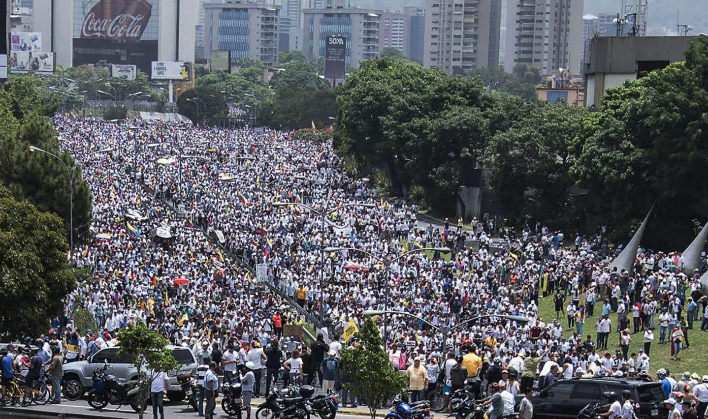 Adversaires et partisans de Maduro se défient dans la rue