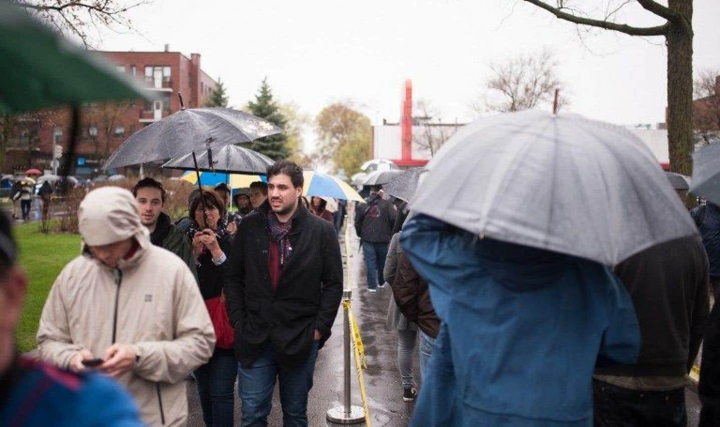 Présidentielle: les Français de Montréal font la file pour voter au deuxième tour