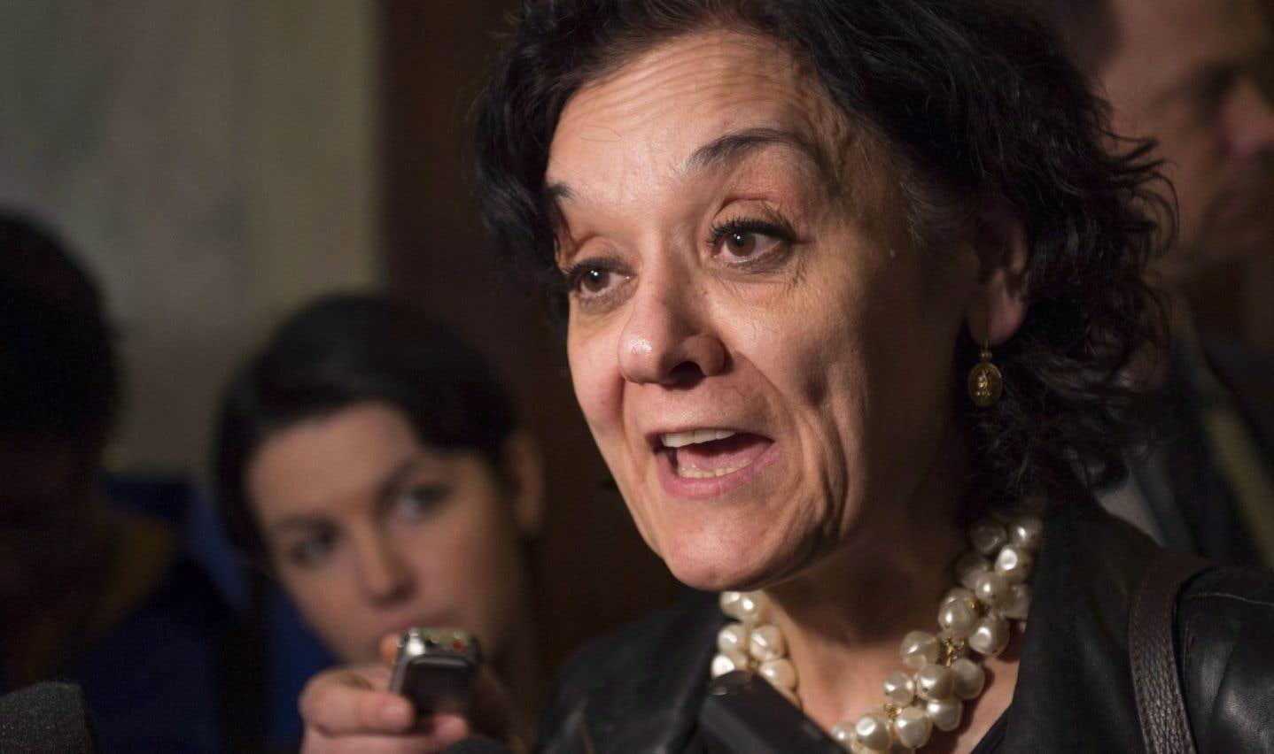 Rita De Santis s'excuse d'avoir exclu les journalistes francophones