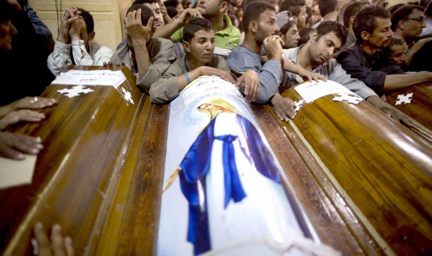 En Égypte, des Coptes massacrés dans leur bus