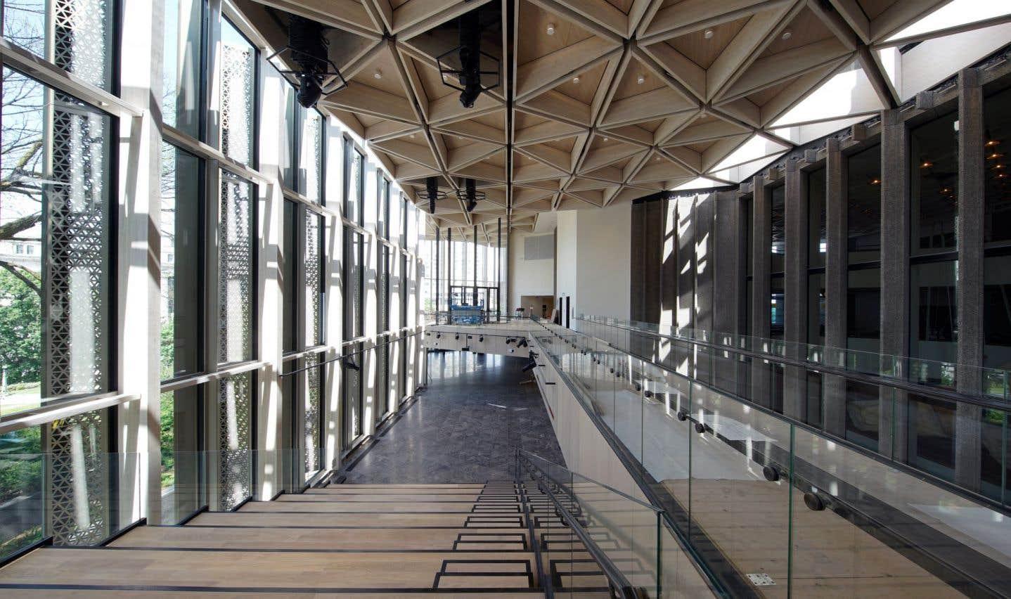 Vue sur le hall d'entrée du Centre national des arts