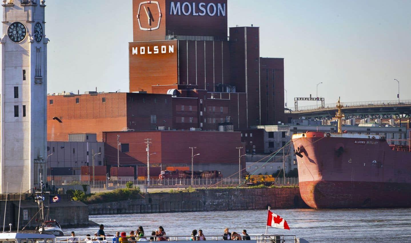 L'édifice de la brasserie Molson, avec son horloge, fait partie des symboles emblématiques de Montréal.