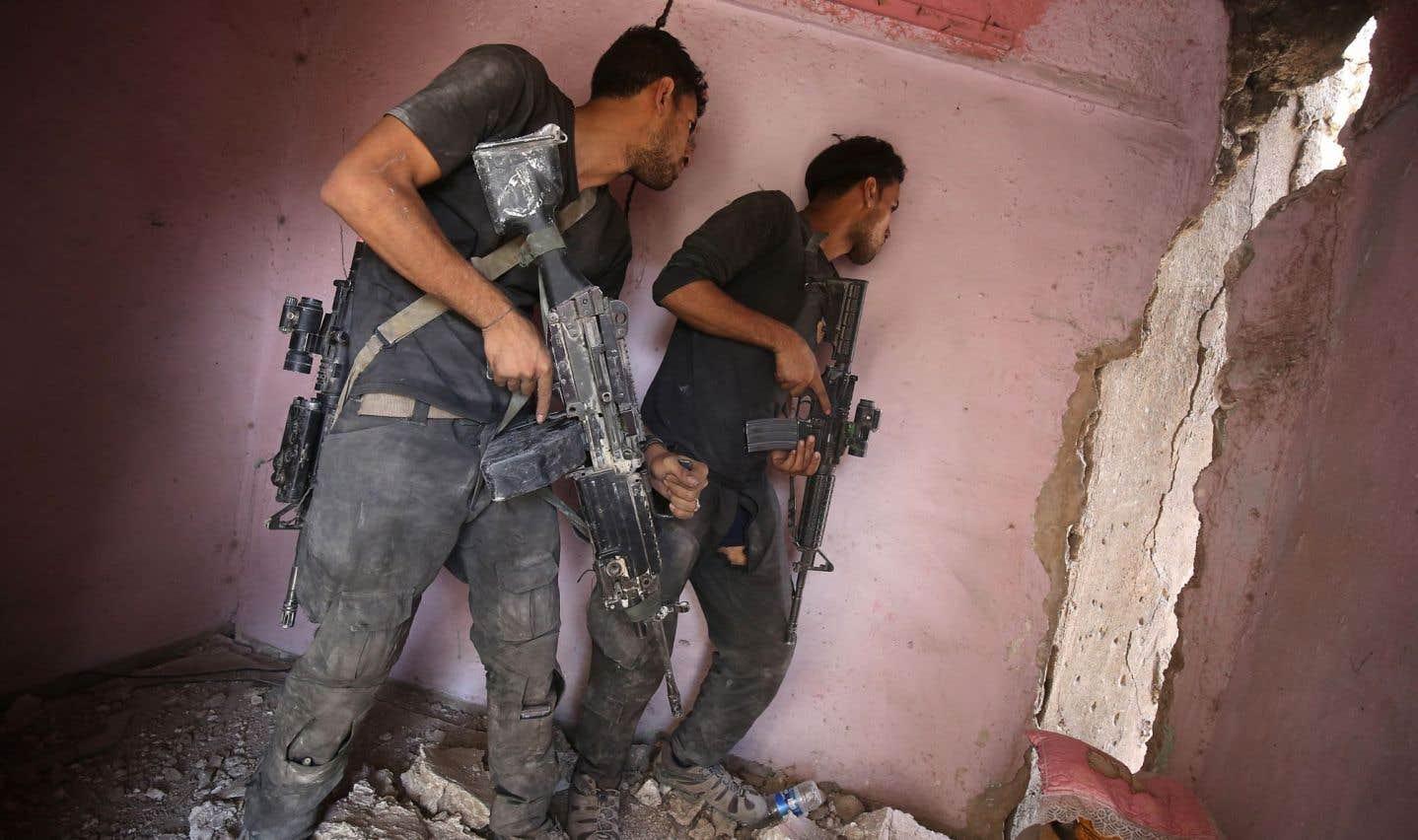 Le groupe armé État islamique continue d'opposer une résistance farouche en lançant notamment ses kamikazes contre les forces irakiennes à Mossoul.