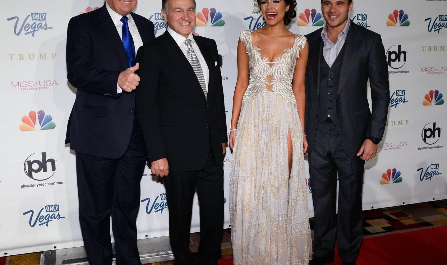 Donald Trump, Aras Agalarov, Olivia Culpo (Miss USA 2012) et Emin Agalarov au concours de beauté Miss USA 2013 à Las Vegas le 16 juin 2013.
