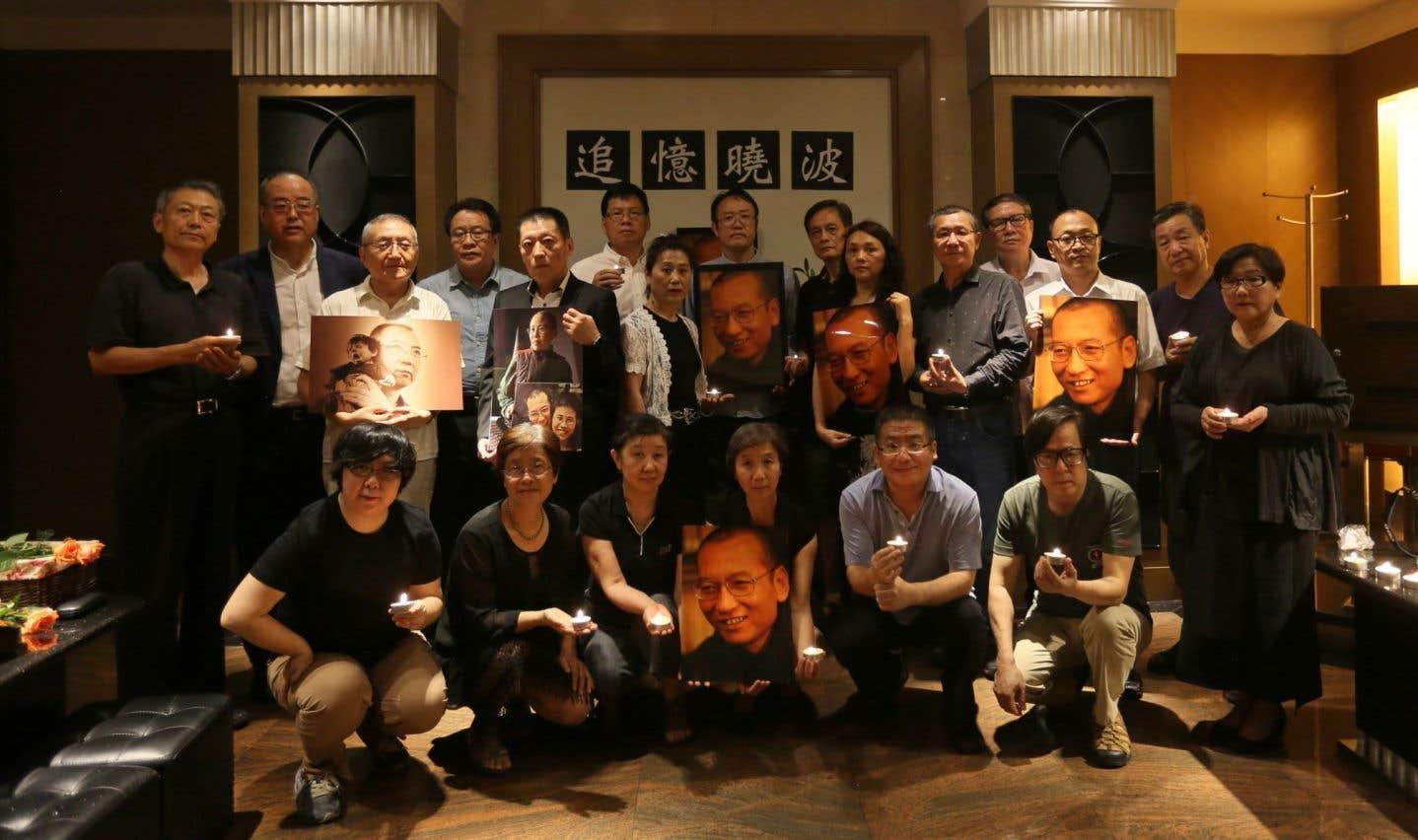 Des amis de Liu Xiaobo défient les autorités avec un hommage à Pékin
