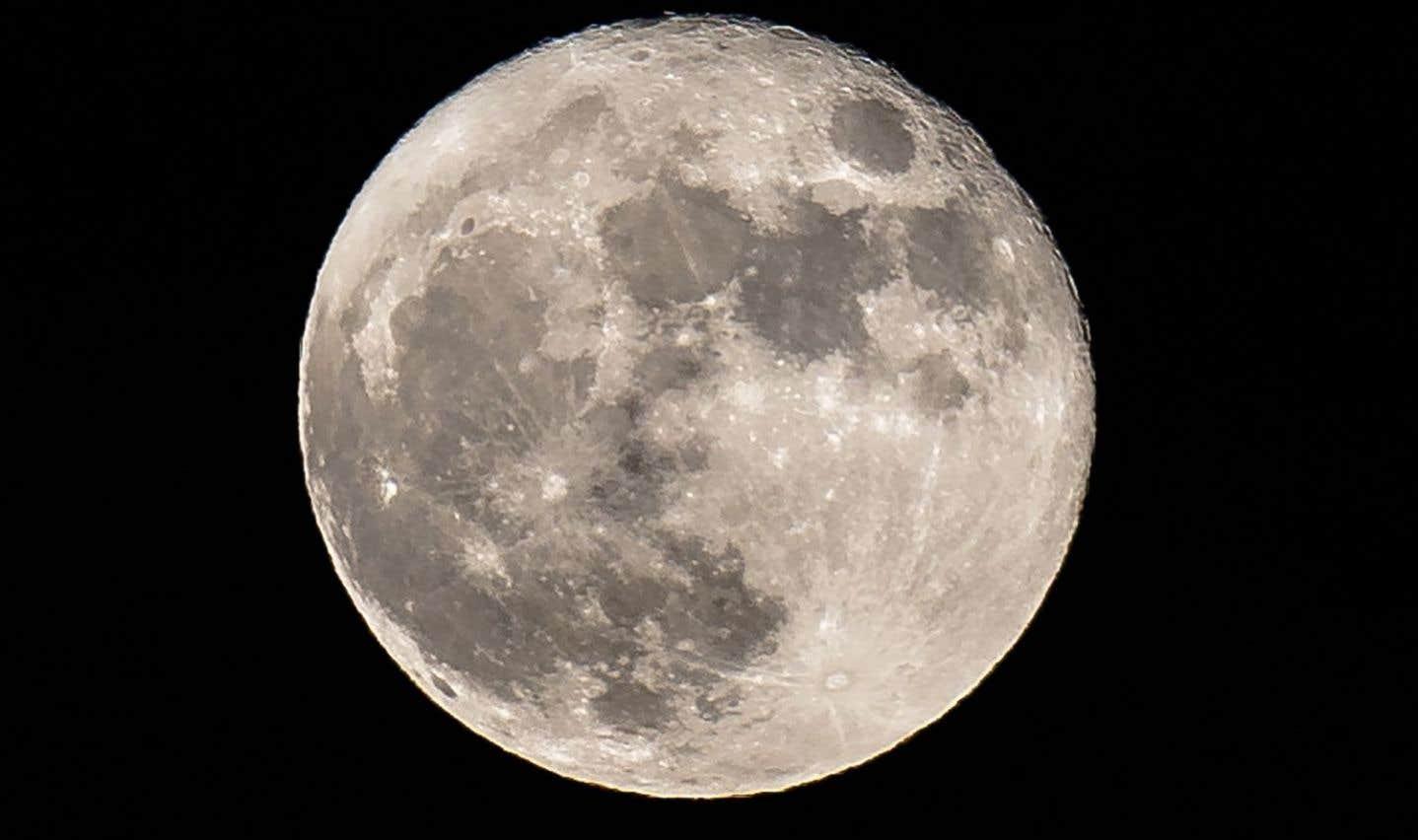Les profondeurs de la Lune seraient riches en eau