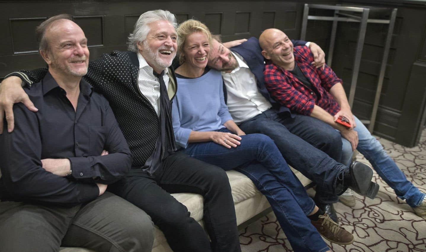 Les comédiens Olivier Giel, Elsa Lepoivre, Éric Ruf et Christian Hecq étaient accompagnés de Gilbert Rozon en conférence de presse.
