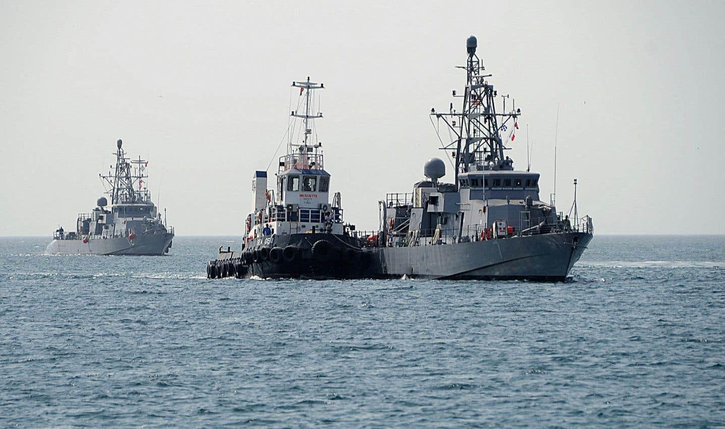 Les patrouilleurs américains USS Thunderbolt (à gauche) et USS Squall (à droite)
