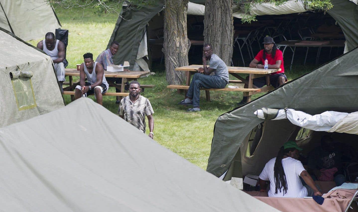 La Croix-Rouge prend en charge le campement à la frontière