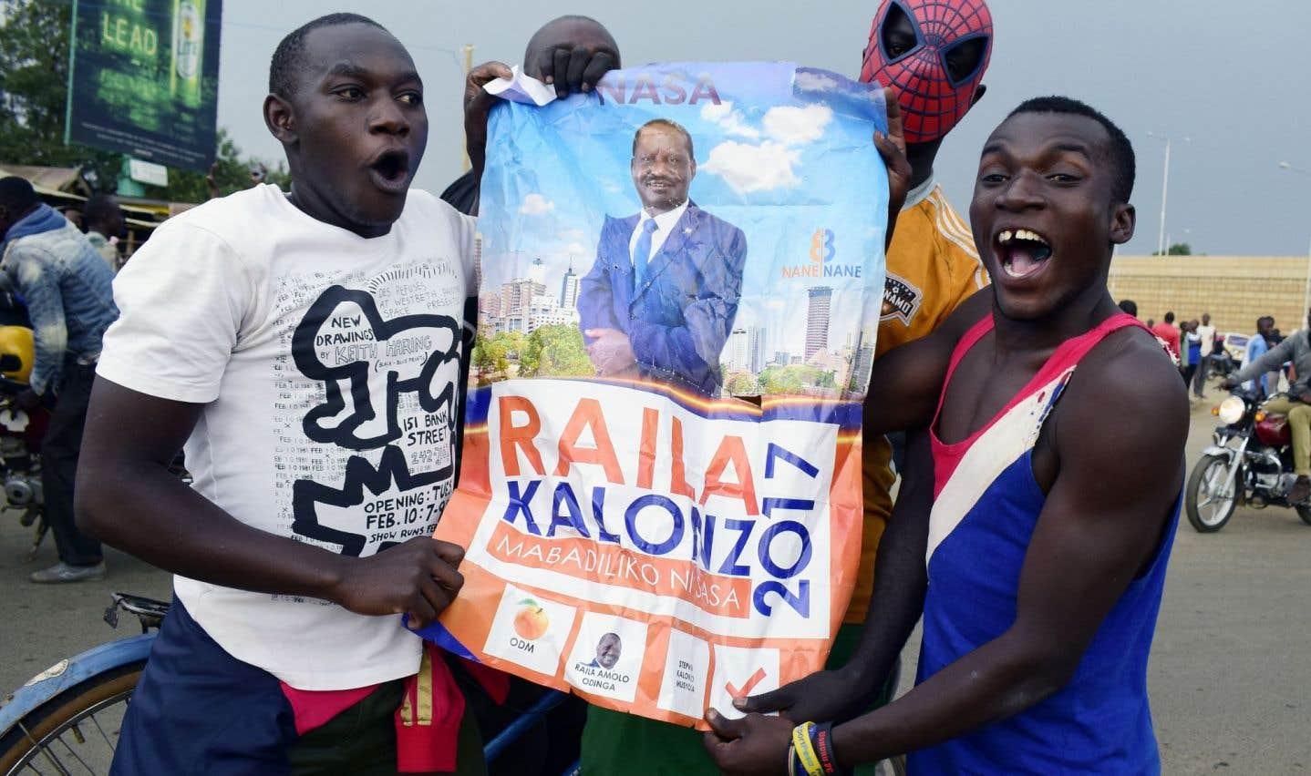 L'opposant Raila Odinga s'autoproclame vainqueur