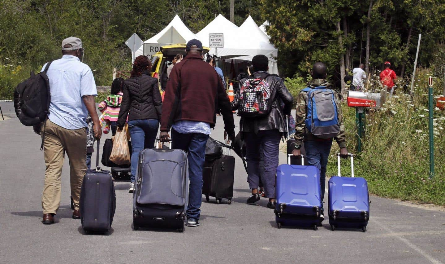 51% des Québécois voudraient «empêcher les migrants d'entrer au pays directement à la frontière»