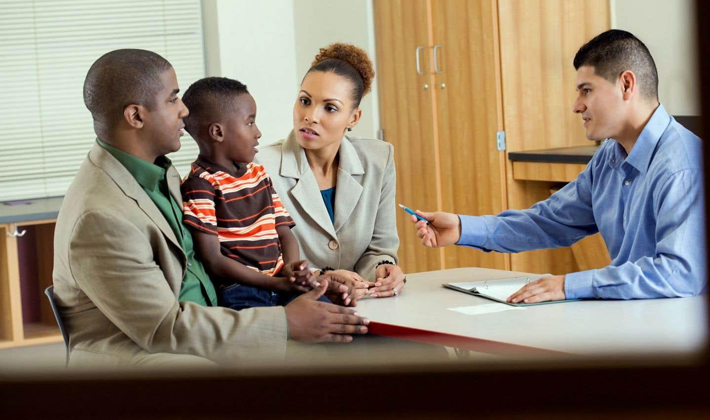 On trouve «des parents qui sont de plus en plus éveillés à ce qui se passe. Pour eux, l'image de l'école évolue. Il est important d'encourager cette attitude et de les accompagner dans cette démarche», déclare Gérald Boutin, professeur associé au Département d'éducation de l'UQAM, qui ajoute que «dans le programme de formation des enseignants, on n'aborde que très peu les moyens d'établir ce lien parent-enseignant».