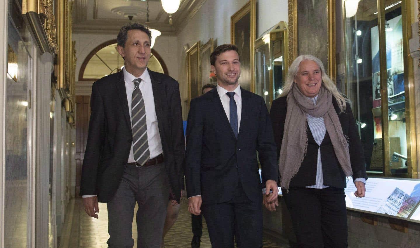 Les trois députés solidaires, Amir Khadir, Manon Massé et Gabriel Nadeau-Dubois, doivent discuter de la mise sur pied de la machine électorale.