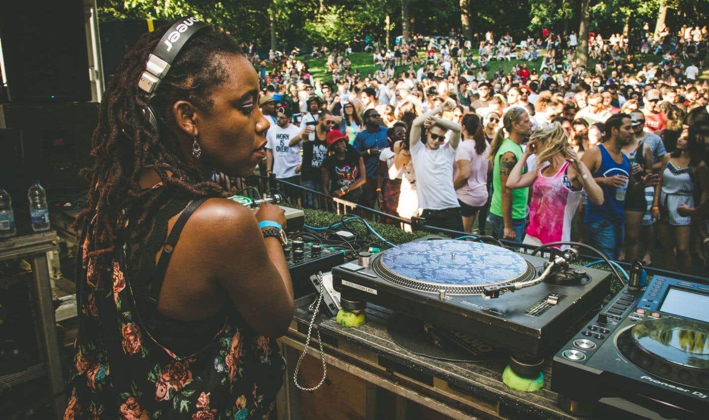 Après 15ans de techno, de house et d'électro en tous genres, le Piknic attire des DJ de partout dans le monde et des festivaliers loyaux, semaine après semaine.