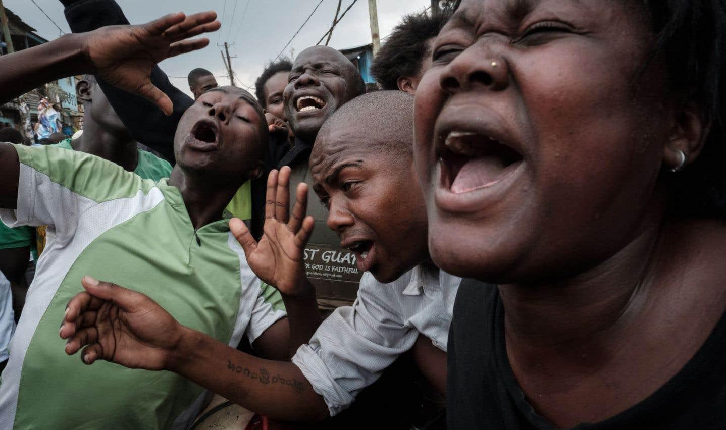 L'annonce de la victoire de M.Kenyatta s'était accompagnée de manifestations et d'émeutes violemment réprimées par la police.