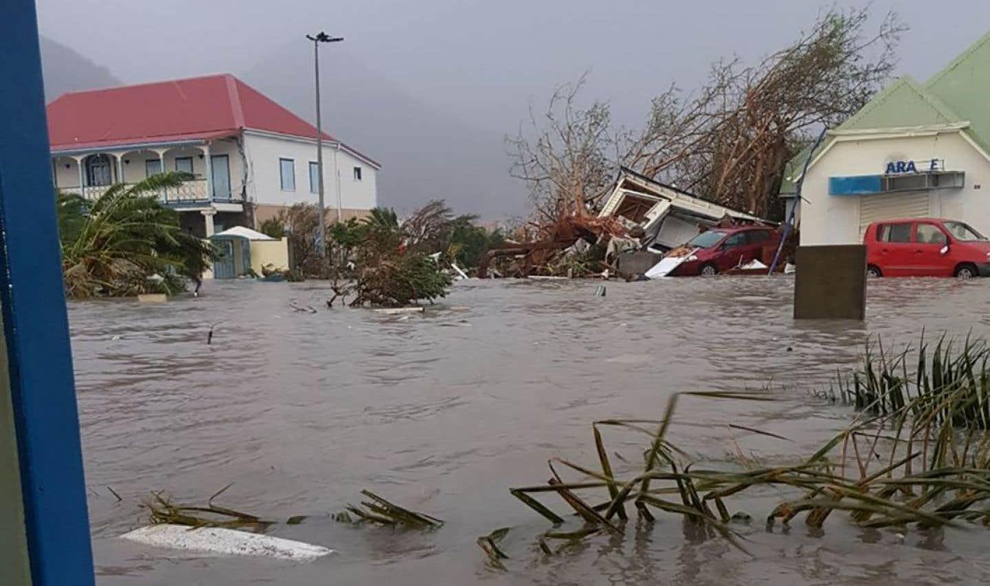 D'importants dommages ont été rapportés à Saint-Martin, une île partagée entre des autorités françaises et néerlandaises (Sint Marten).