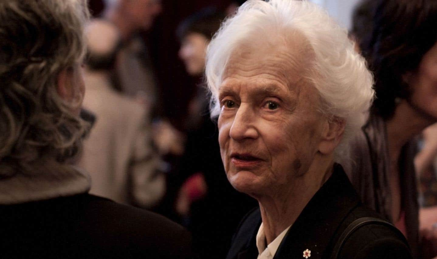 Mme Gretta Chambers, lors d'une conférence du philosophe Charles Taylor en 2012