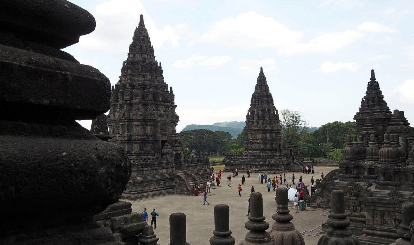 Le site hindou de Prambanan, édifié vers le Xe siècle près de l'actuelle Yogyakarta, est aussi impressionnant que son (presque) voisin Borobudur, un des plus grands monuments bouddhistes du monde.