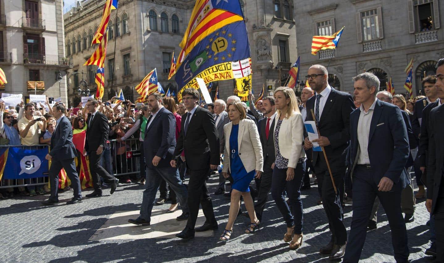 Plus de 700 maires défient l'État espagnol à Barcelone