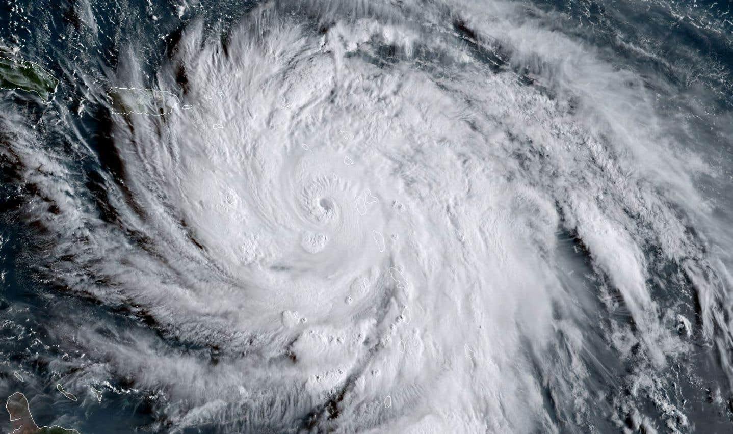 Selon le Centre national des ouragans, la tempête «extrêmement dangereuse» restera de catégorie 4 ou 5 pendant les prochains jours.