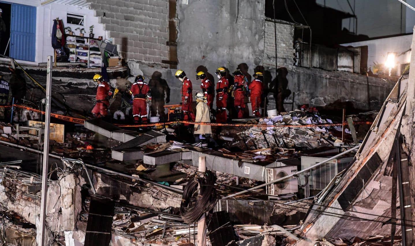 Les responsables ont assuré que les opérations de secours se poursuivront tant qu'il y aura espoir de retrouver des survivants.