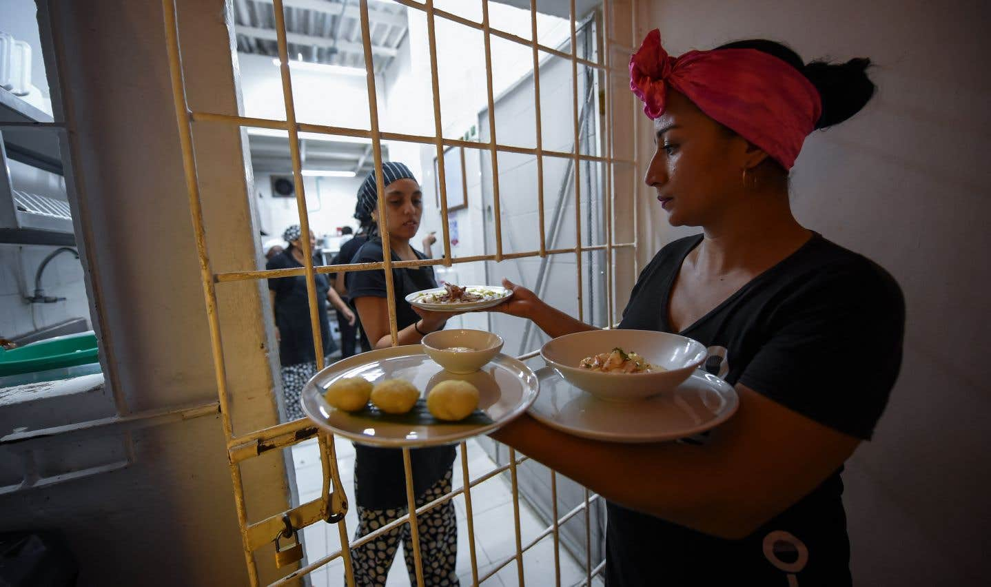 L'Interno constitue une occasion de formation et de réinsertion pour les prisonniers, dans un pays qui compte la plus importante population carcérale d'Amérique du Sud après le Brésil.