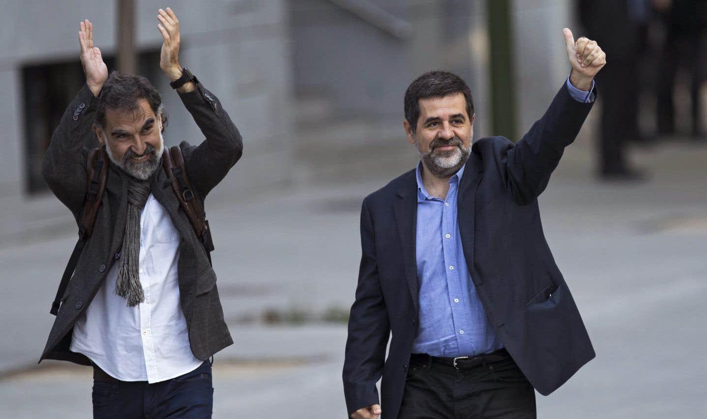 Deux dirigeants indépendantistes catalans placés en détention
