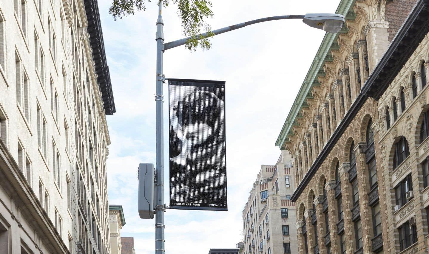 Une bannière du projet in situ d'Ai Weiwei «Good Fences».