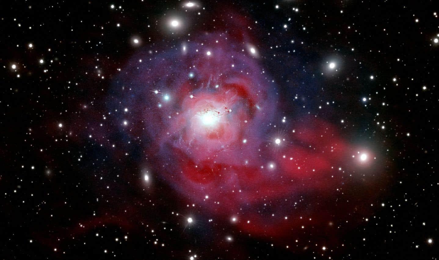 Flamboyante galaxie (Marie-Lou Gendron-Marsolais, Julie Hlavacek-Larrondo et Maxime Pivin Lapointe, Université de Montréal). La galaxie NGC1275 cache un trou noir supermassif responsable de puissants jets de particules (en rose) qui entretiendraient la température élevée (60 millions ºC) des gaz qui s'étendent entre les galaxies (en bleu).