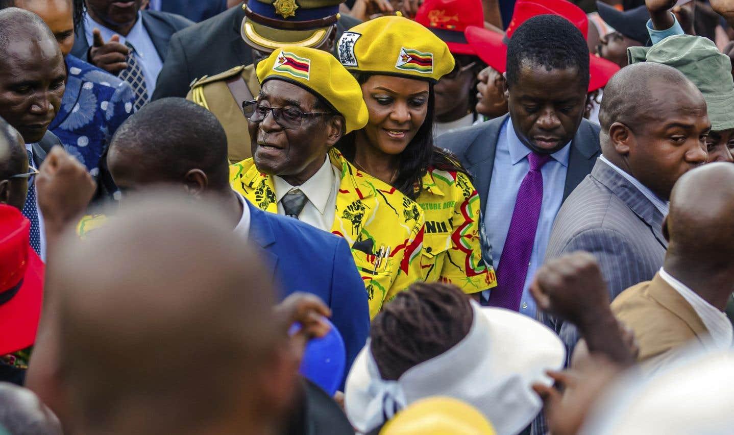 Le président Robert Mugabe et sa femme Grace, à Harare, lundi