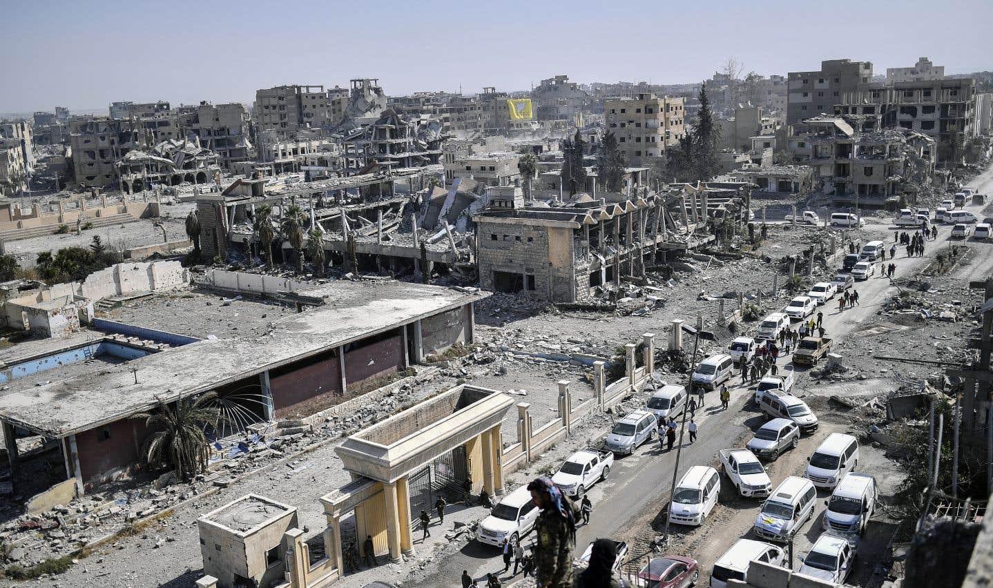 Des centaines de membres du groupe État islamique «évacués» de Raqqa