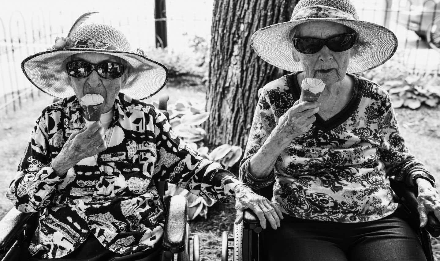 Georgette (106 ans) et Berthe (103 ans) Godreau: «On mange du yogourt tous les jours, matin et soir. Je sais ben pas si c'est ça qui nous garde vivantes!»