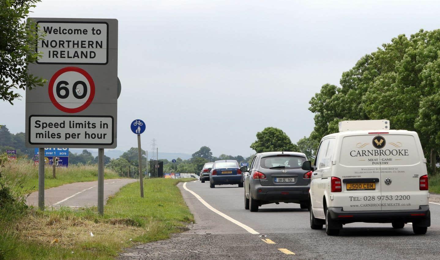Au nord, les limites de vitesse sont indiquées en milles par heure et au sud, elles le sont en km/h.