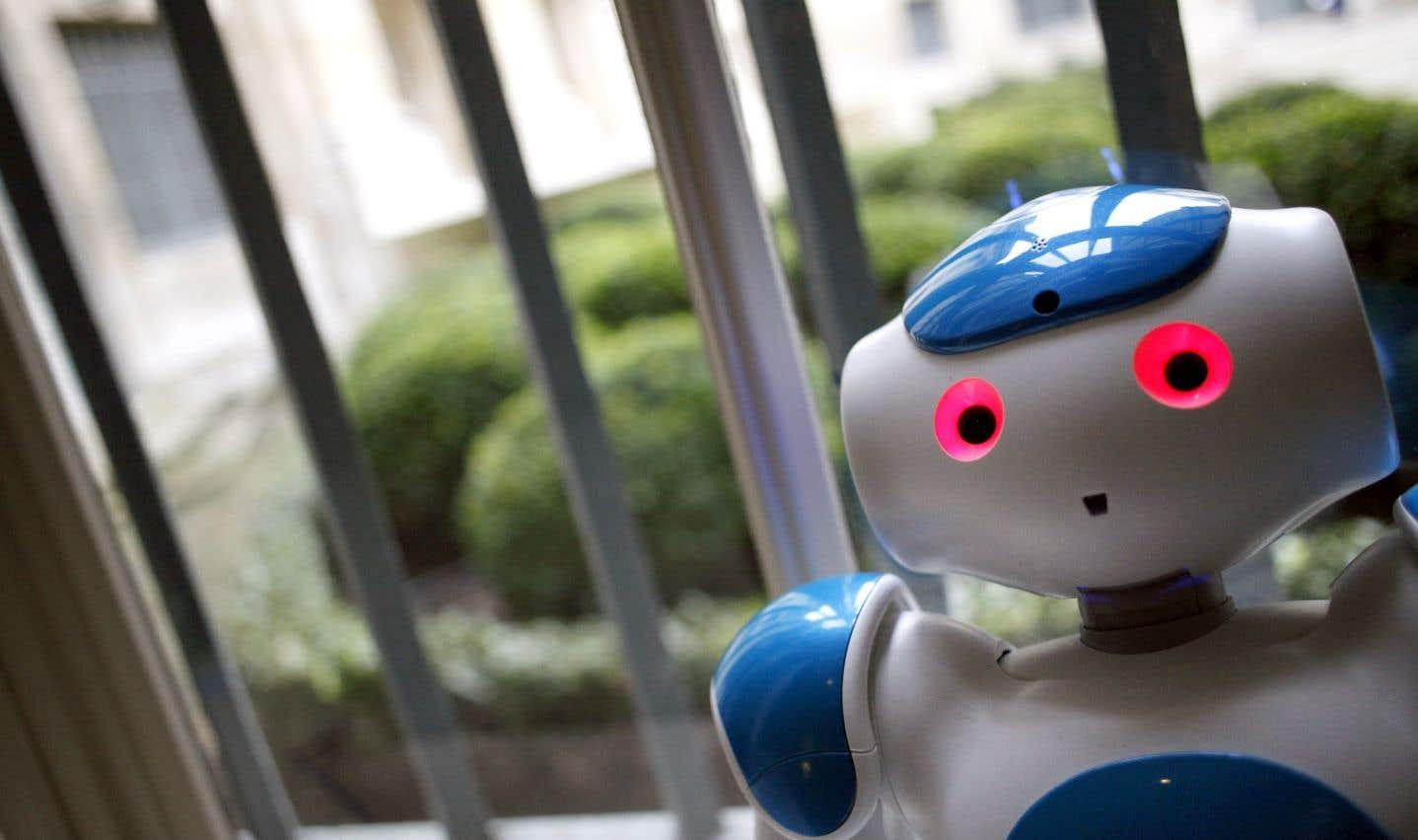 Nao, un petit robot humanoïde, a réussi à stimuler l'attention d'élèves atteints d'un trouble de l'autisme, en plus de développer leurs compétences en français, en mathématiques et même en socialisation.