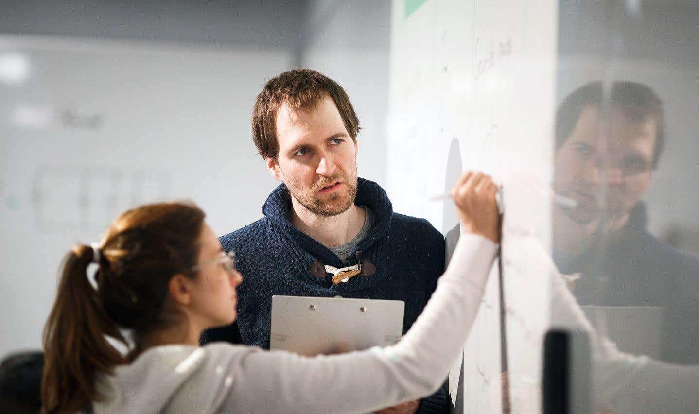 Sébastien Marcotte, enseignant de physique au cégep Montmorency, est l'un des pionniers québécois de la classe inversée, une approche pédagogique qui renverse le principal paradigme en éducation.