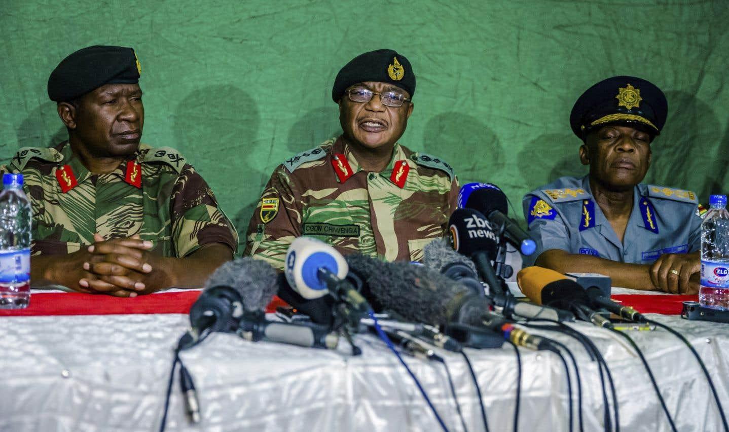 Le chef d'état-major, le général Constantino Chiwenga, auteur d'un coup de force militaire dans la nuit du 14 au 15novembre, a également appelé la population au «calme» et à «la patience».