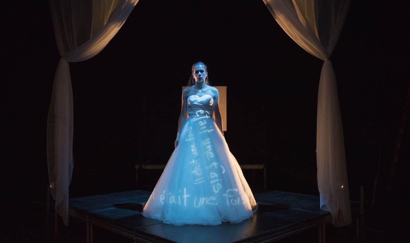 Défendant le rôle d'une femme esseulée, Livia Sassoli, la muse du metteur en scène, parvient à tirer son épingle du jeu.