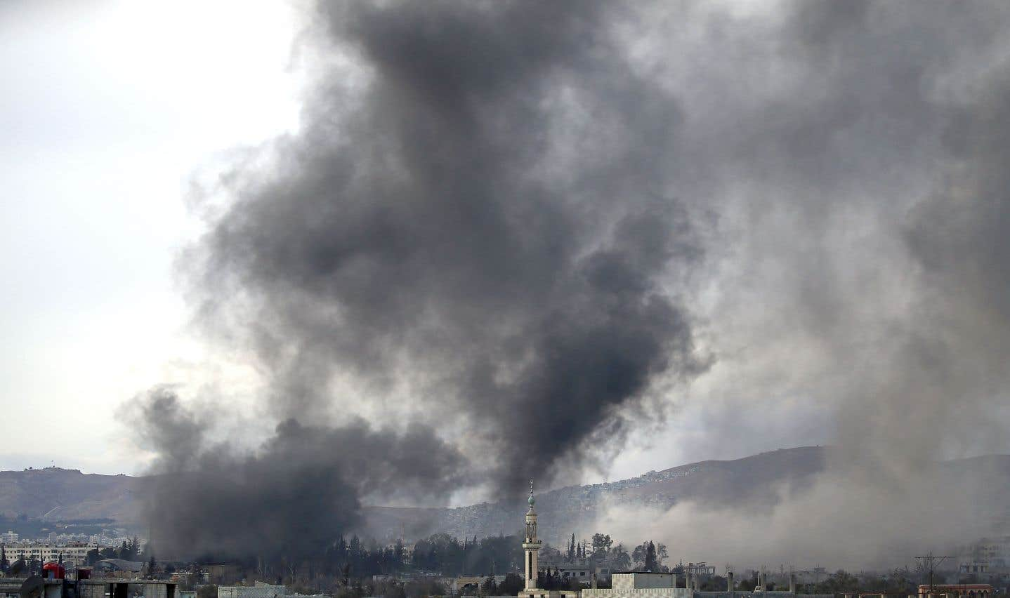 Des frappes aériennes ont notamment visé la ville de Harasta, dans la Ghouta orientale, lundi.