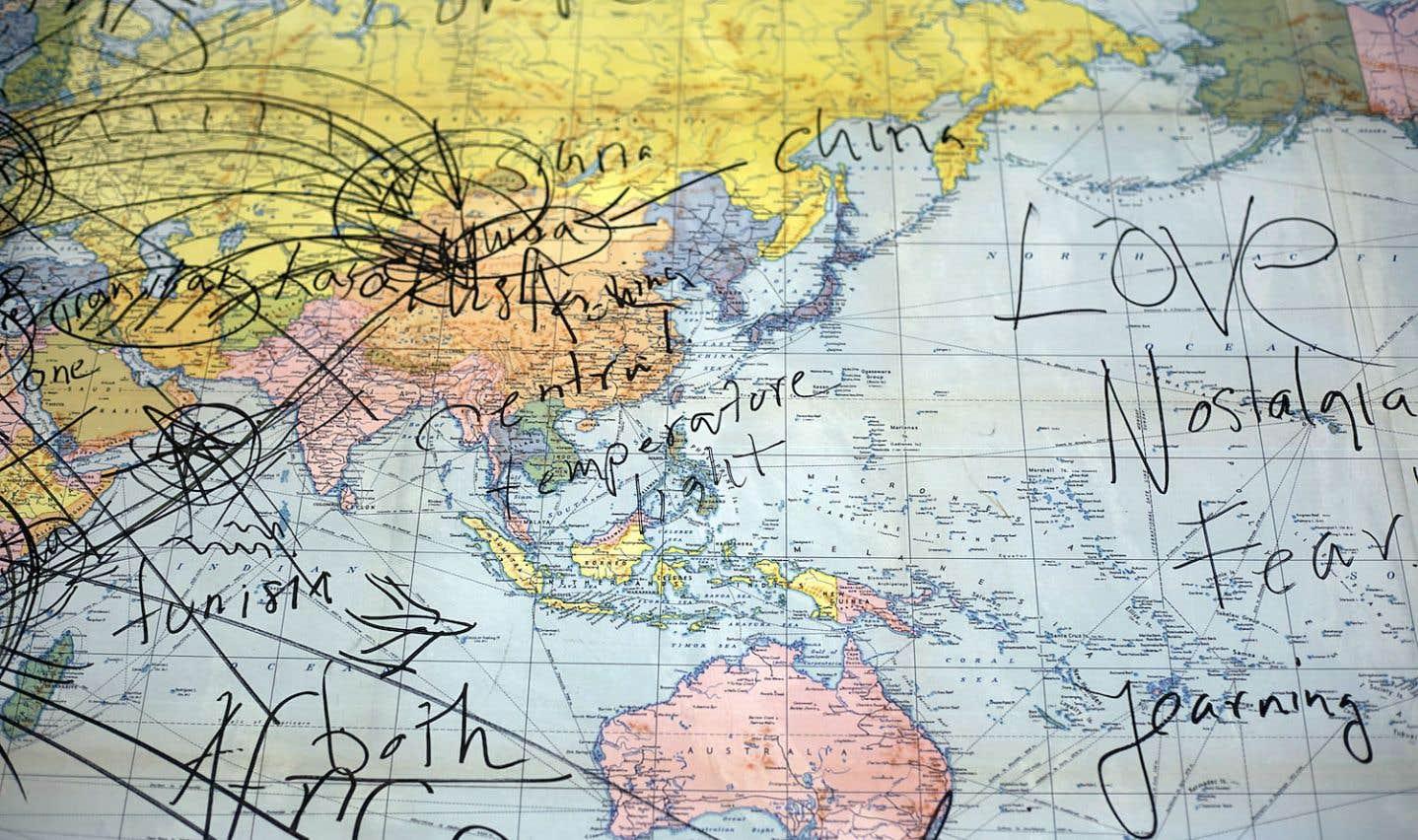 Une carte présente dans l'œuvre «Searching for the European Roller» de Hillside Projects.