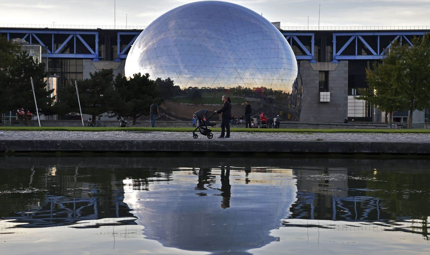 Le parc de la Villette de Paris, qui rassemble entre autres un musée des sciences, sera illuminé aux couleurs du Québec.